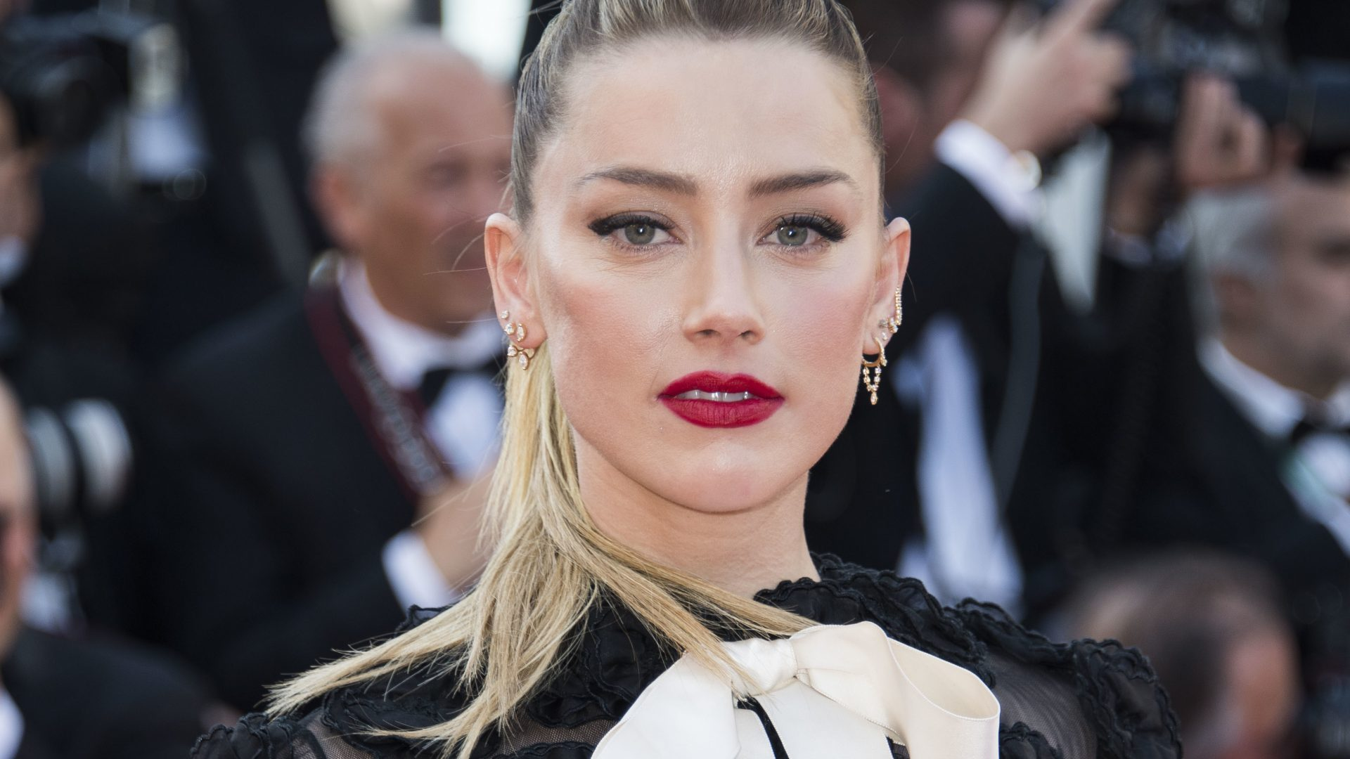 Amber Heard: after many challenges, she's back on the Aquaman set