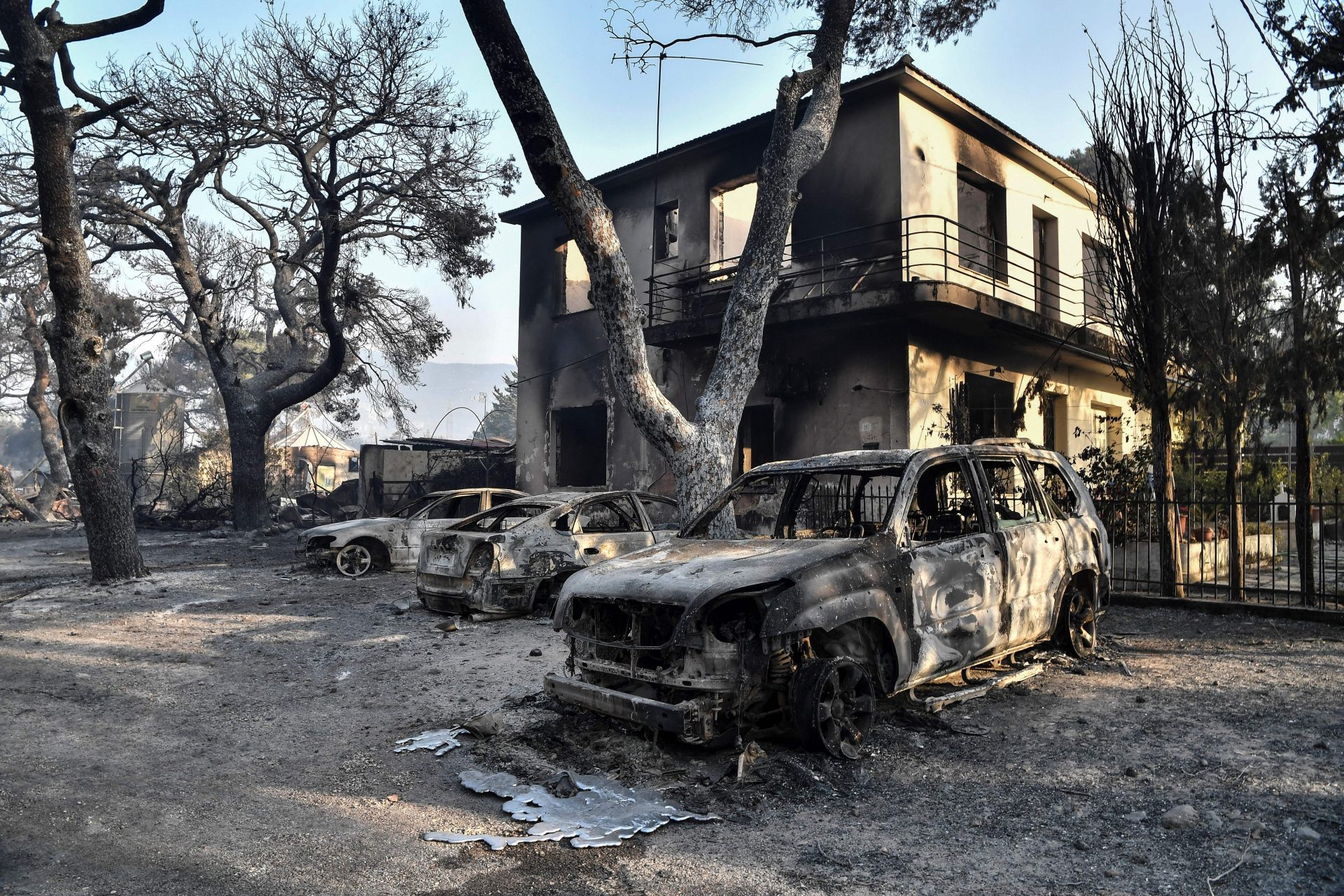 Greece is burning: experts blame it on climate change